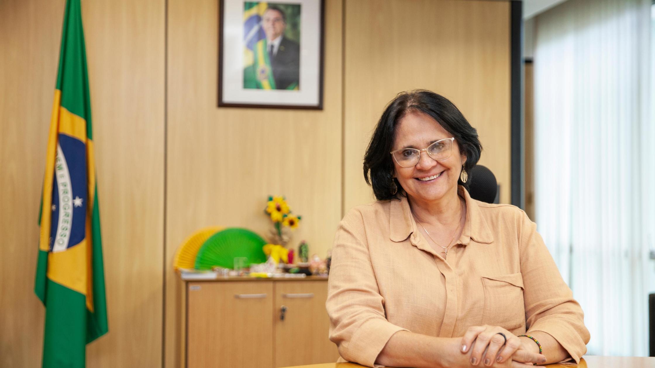 Igreja, educação e Direitos Humanos: a trajetória da ministra Damares Alves  - Prospecta Educacional